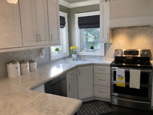 Gorgeous Like New White Shaker Kitchen!!!