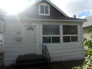 4 bedroom house for rent in Transcona - $1200