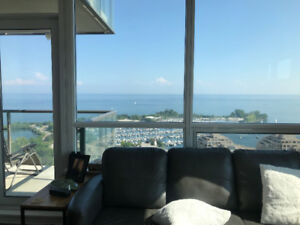 Spacious 2 bed 1 bath corner unit - unobstructed lake view