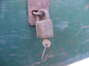 Vintage Plywood Rope Handle Storage Box with Lock and Key Kingston Kingston Area image 2