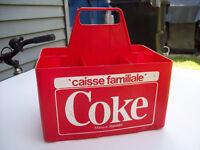 1-PRESENTOIR EN PLAST,CAISSE FAMILIALE COKE,VINTAGE.