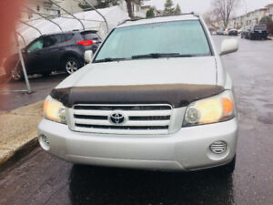2005 Toyota Highlander 133000 km4x4 tout equipper Camionnette