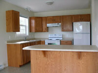 3 BDRM unit on Forest Hill! Close to campus! Only 1 unit left!