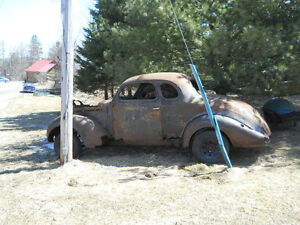 1938 Plymouth Coupe ( LAWN ART )