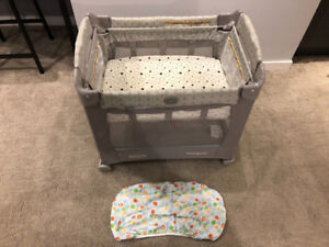Graco Travel Lite Crib with Stages / Bassinet