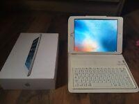 iPad mini white, 16GB Wifi with case, stand, Bluetooth keyboard