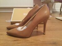 Michael Kors Nude Stiletto Shoes (Size 6)