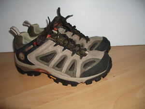 """"""" TIMBERLAND """"  near New hiking shoes  --- size 7.5 US men"""