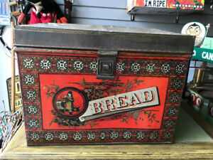 VINTAGE LARGE DECORATIVE METAL BREAD BOX EXCELLENT CONDITION