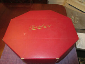 Wonderful vintage Italian hat box - Marked Borsalino