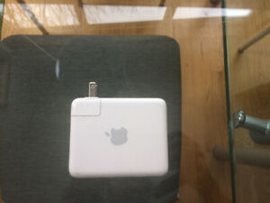 Borne Apple Airport Express A1084 54 Mbps Wireless G Router