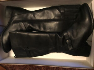 NEW PRICE! like new ladies black leather naturalizer boots