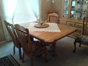 Solid Oak  D/R table & 6 chairs