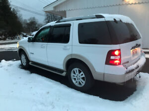 2007 Ford Explorer-6 cylinder Eddie Bauer Ed:  leather 4x4 Mint