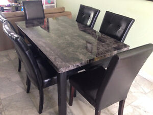 Dining table with 6 chairs (mint condition)