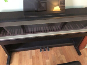 ROLAND KR-3000 digital keyboard/piano
