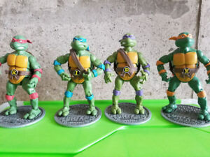 TMNT Teenage Mutant Ninja Turtles figurine set