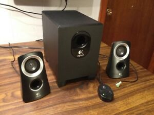 Logitech Z-313 2.1 Multi Media Speakers