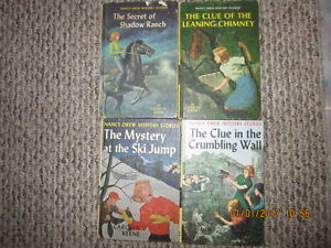 AWESOME VINTAGE NANCY DREW AND THE HARDY BOYS MYSTERY BOOKS!!
