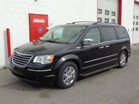 2009 Chrysler Town & Country Limited ~ Fully loaded ~ $13,999