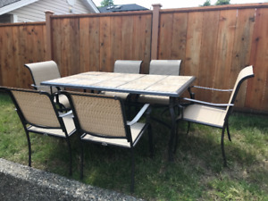 Patio table & 6 chairs in great condition for summer dining!