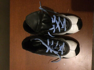Soccer cleats: size 4