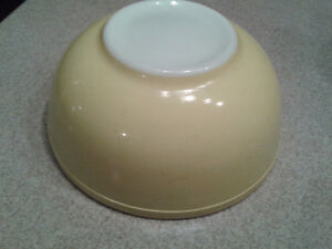 Vintage Pyrex Bowl in Yellow