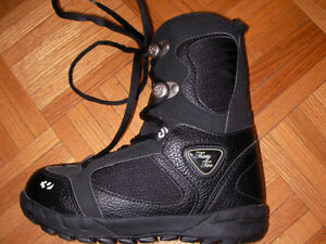 THIRTY TWO SNOWBOARDING BOOTS SIZE KIDS 2
