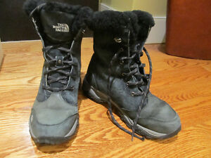 Almost new North Face winter boots black!!!