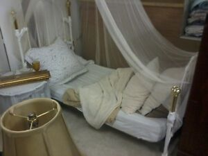 Rural Roots Ornate White & Brass Metal Twin Bed P569