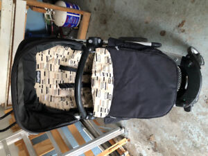 Peg perego skate stroller with bassinet, car seat clips and net