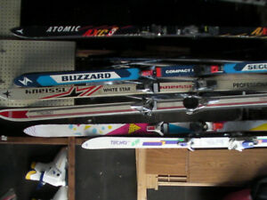 Number of downhill skis, boots and poles