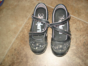 Skechers Shoes size 12 they are in excellent condition London Ontario image 3