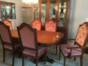 Solid Oak Dining Room Set, with 4 Chairs & 2 Arm Chairs