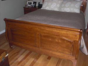 Bedroom sleigh bed and dresser
