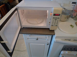 Toastmaster Microwave Oven 0.7 CU. FT. 700W