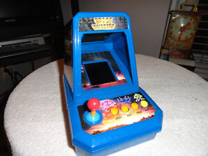 2005 Excalibur Electronics Tabletop Space Invaders Game