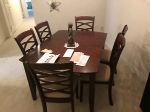 Dining Room Table (With Leaf)