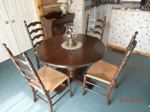DINING SET WITH HUTCH AND DRY SINK