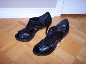 Size 8 ANNE MICHELLE high heel shoes
