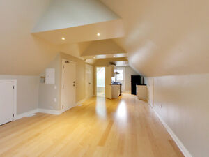 Super Cool & Cozy-Open Concept Unit on the 3rd level in a 4plx