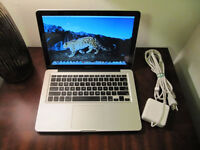 MacBook Pro 13inch w/lots of softwares! Photoshop Final cut $650