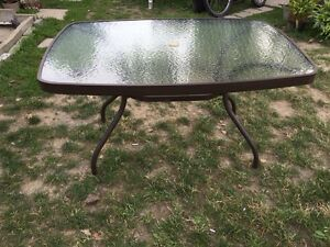 Table patio Corriveau