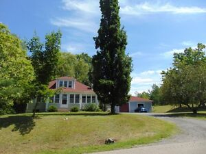 5 ACRES/3 BD/SUNROOM/HEATED GARAGE/BARN/SHED/POND IN ROCKLAND