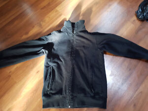 medium bench sweater like new 40$ only