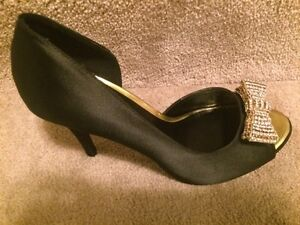 Brand New: Woman's Size 8 high heel shoes
