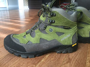 Waterproof hiking boots - size 6 youth (euro 37)