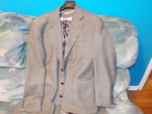 Men suit jacket Large (42R) 100% Pure Virgin Wool with 2 ties