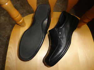 Leather Black Shoes - Size 7 - Like New - 4 Pairs