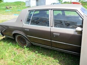 84 olds cutlass seden[CAR SOLD]parts available